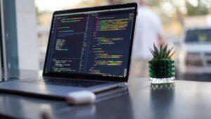 初心者が副業で月5万円稼ぐためのプログラミングの始め方!